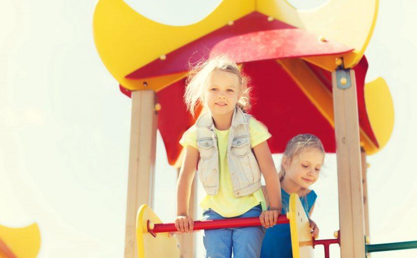 Børn på klatrestativ