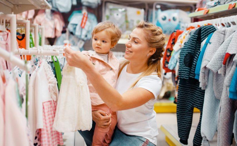 Giv et stilet tøjstativ i børnehøjde som gave
